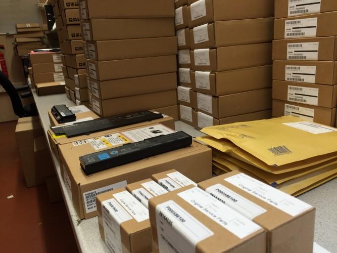 Toshiba Original Kartons im Wareneingang 1