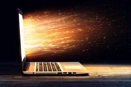 Die Hintergrundbeleuchtung eines Notebooks verbraucht viel Energie